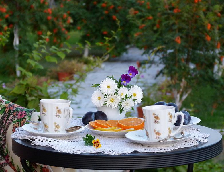 Открытки накрытый стол для утреннего чаепития и слова доброе утро