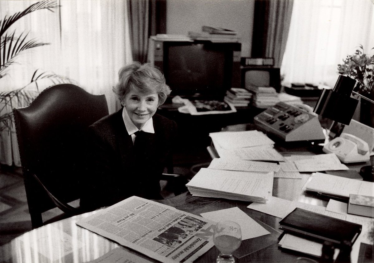 test Twitter Media - Včera to byl právě rok, kdy do právnického nebe odešla první dáma české justice se srdcem lvice JUDr. Dagmar Burešová. Její životní dráha a skutky jsou a budou pro generace advokátů vzorem toho, jak se chovat v profesním i v osobním životě. Více čtěte zde https://t.co/vYRZoaABpT https://t.co/NGV97Kpcdm