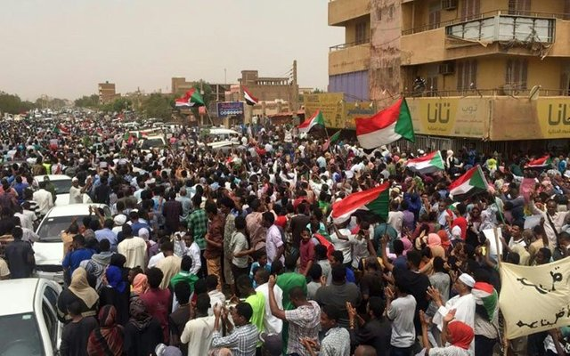 """https:// steemit.com/news/@wedacoal ition/largest-protest-in-sudan-s-history-as-the-people-of-sudan-demand-a-civilian-led-government  …  """"Largest Protest In Sudan's History As The People Of Sudan Demand A Civilian-led Government"""" #SudanProtests #Sudan #OpSudan<br>http://pic.twitter.com/sMRa7DzvtP"""