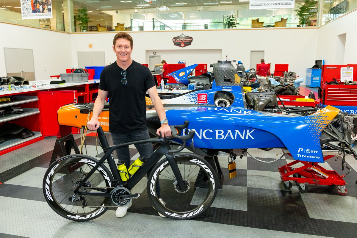 IndyCars @scottdixon9 contrasts cycling and auto racing from drafting to hydration. #ZIppSpeed #MakingYouFaster zipp.com/news/cycling-k…