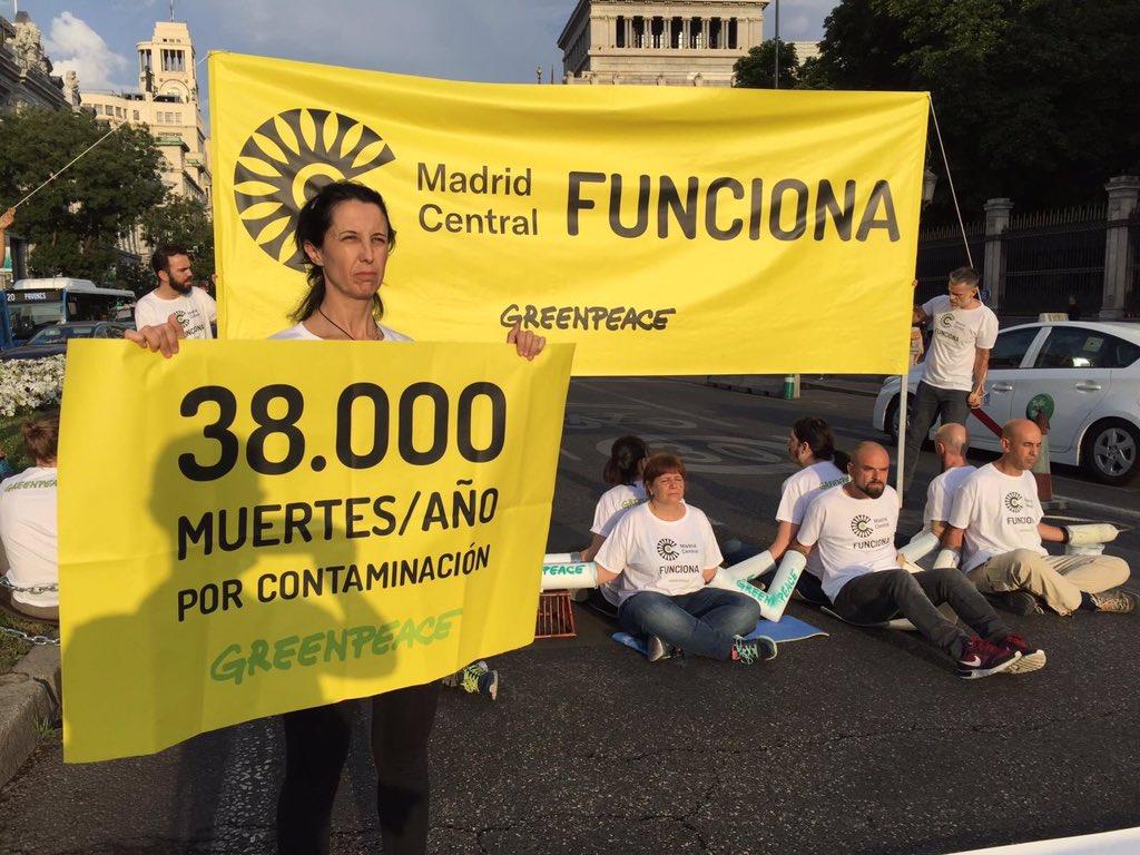 Estimado @AlmeidaPP_ quitar #MadridCentral es un atentado contra la salud de las personas, el clima y las normas europeas. ¿De qué lado de la Historia está? Todo mi apoyo a @greenpeace_esp que hoy ha cortado la calle Alcalá para recordar que sí #MadridCentralFunciona!