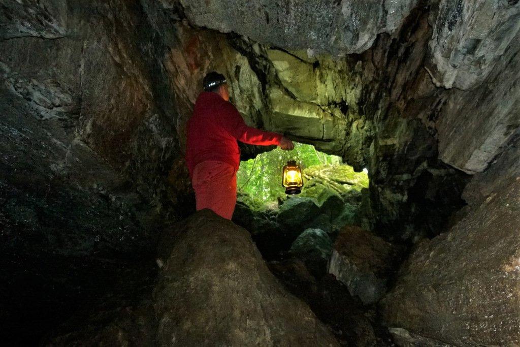 From a charming hazel grove into a mysterious cave - cape Karkalinniemi in Lohja. #Lohja #Torhola #Karkalinniemi #Finland http://johannasuomela.com/2019/07/01/lohjan-karkalinniemi-on-luontoseikkailijan-aarreaitta/…