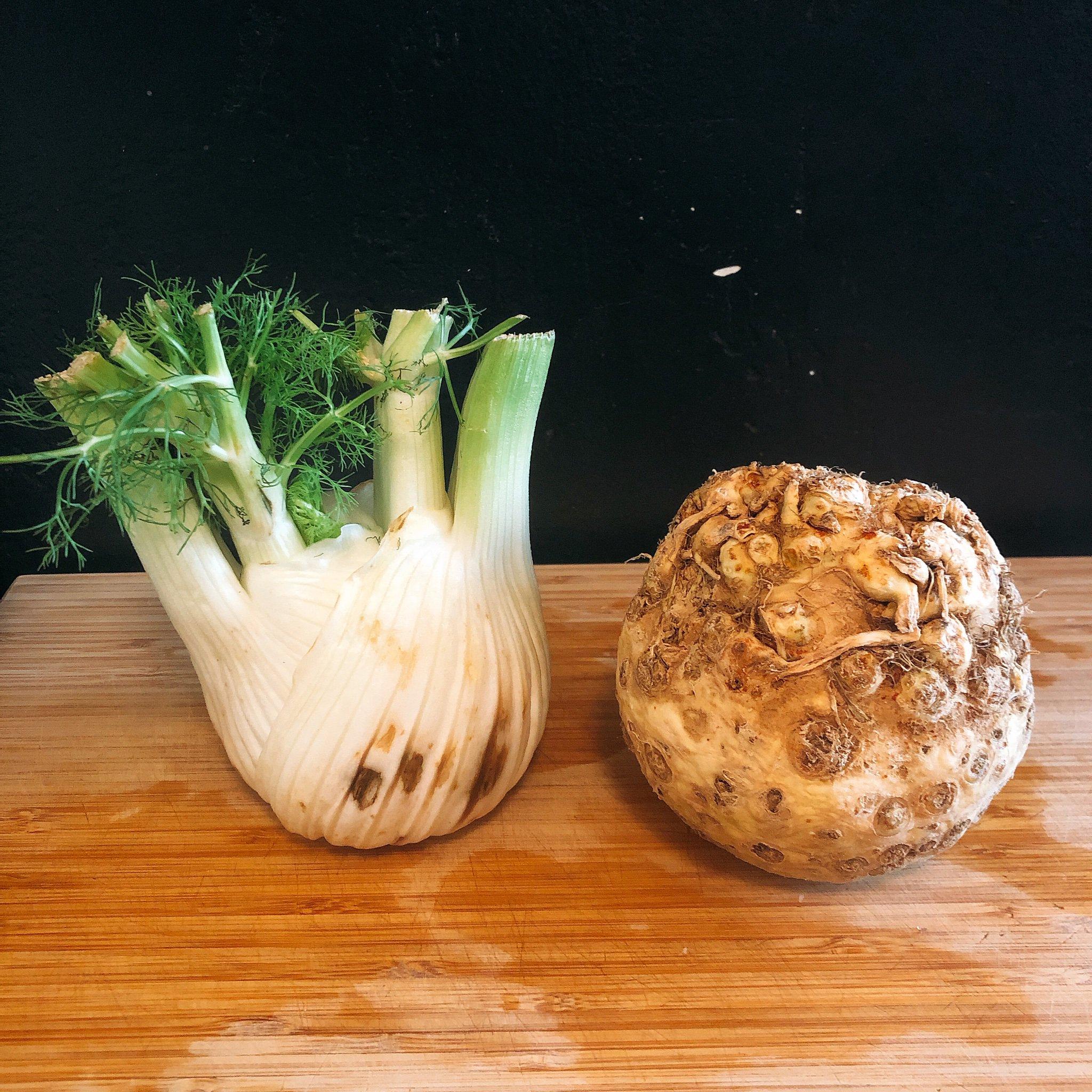 同居人が「冷蔵庫に残してった野菜、食べといて!」て言い残して置いていった野菜、難易度高すぎて名称すら分からず途方にくれてる