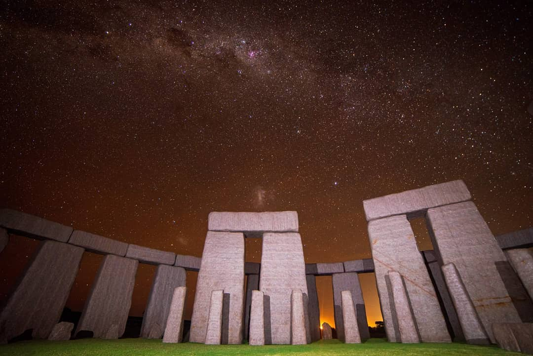 Esperance Stonehenge always has a special feeling to it, but this photo gives us all the feels. Lit up under a sky full of stars, the full-size replica looks even more stunning in this light. A must see if you're visiting Esperance and the Fitzgerald Coast. Pic: @dalex120593 https://t.co/K0H8mFlvkq