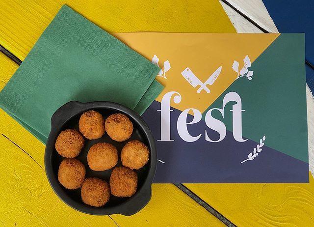 Wij van Fest gaan wat meer aan sport doen. Dus ja, erg fanatiek in Bitterbal 💪🏼🤤 • • #summerbody #sport #kanjedateten?! #cafefest #snacks #amsterdam #amstelcampus #hva #borreltijd