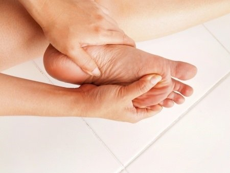 All heel pain is not #plantarfasciitis. It could be bursitis, #achillestendonitis or more. Make sure you're treating your #heelpain correctly. We can help. http://ow.ly/AFb530oXLDr
