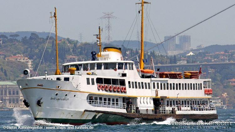 "#ferryboat ""Şehit Sami Akbulut"" collided w/ #roroship ""Piri Reis Üniveritesi"" June 28 while berthing at #Sarayburnu Port in Istabul Strait. Both #vessels suffered minor material damage, check out their long-term tracks w/ @Genscape #Vesseltracker: https://bit.ly/2hKyLM9"