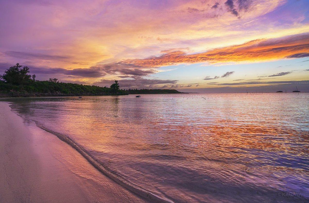 先日の宮古島。 なかなか会えないような見事な夕焼けに吸い込まれそうになりました。 今日もお疲れさまでした。 明日もおだやかな一日になりますように。
