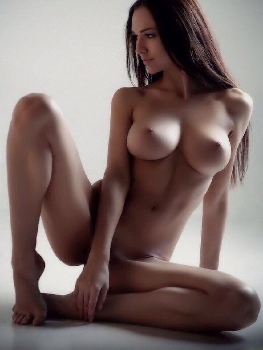 голая модель с идеальной фигурой девушки, фото которых