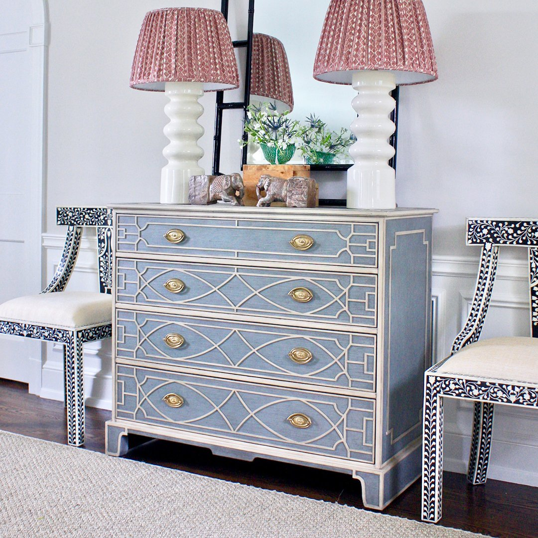 Textured and traditional, we adore this Bronxville, NY project from @brasshilldesign featuring our Morning Room chest #theodorealexander #chest #chestdecor #dresser #dresserdecor #interiorinspo #interiordesign #interiordesigntrends #interiorlovers #interiordesignerslifepic.twitter.com/rK8vZKTZgj