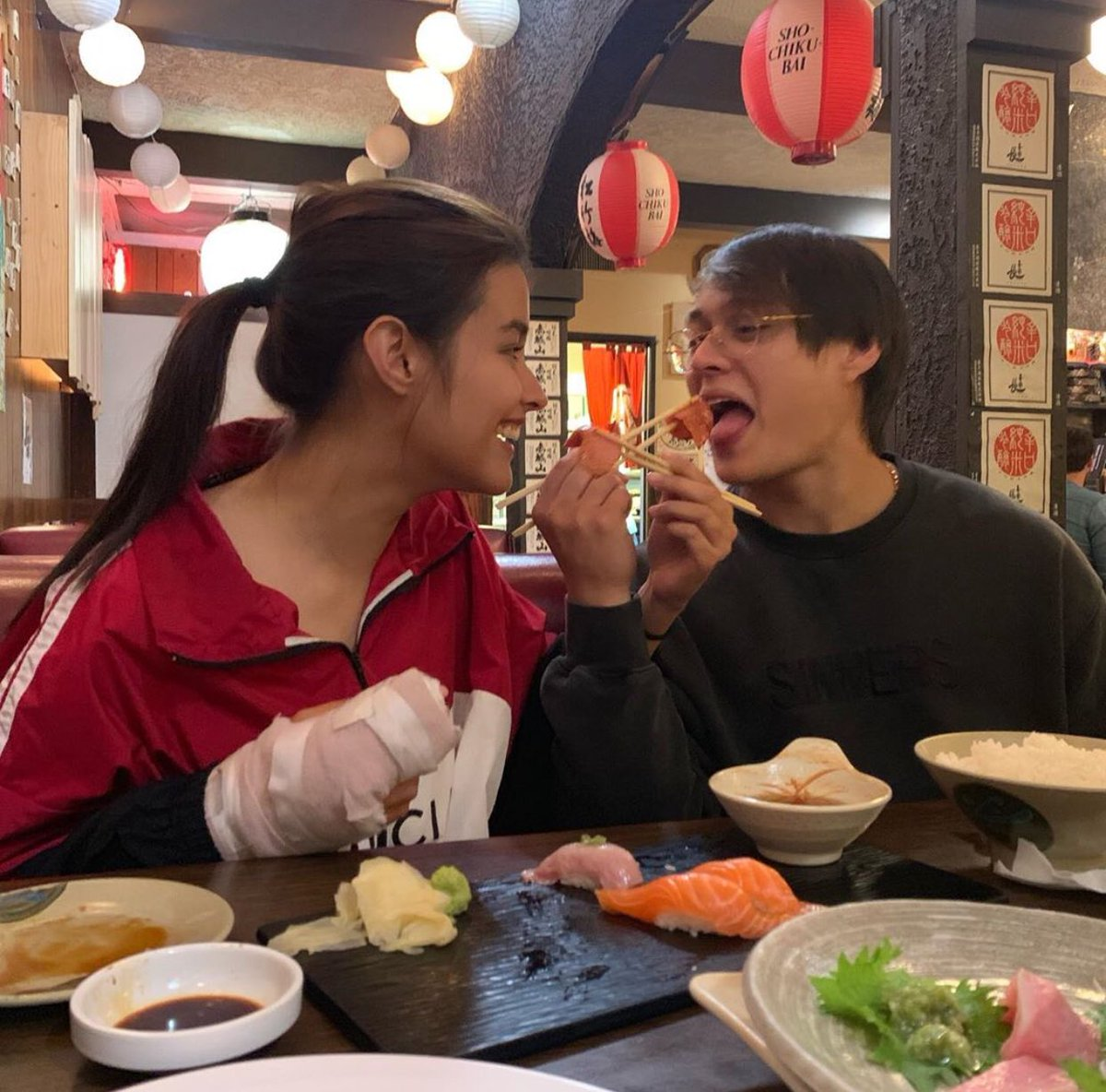 Ang cute-cute ng LizQuen namin..plus unbothered and happy.  #LabanLizQuen <br>http://pic.twitter.com/yEpizMtj01