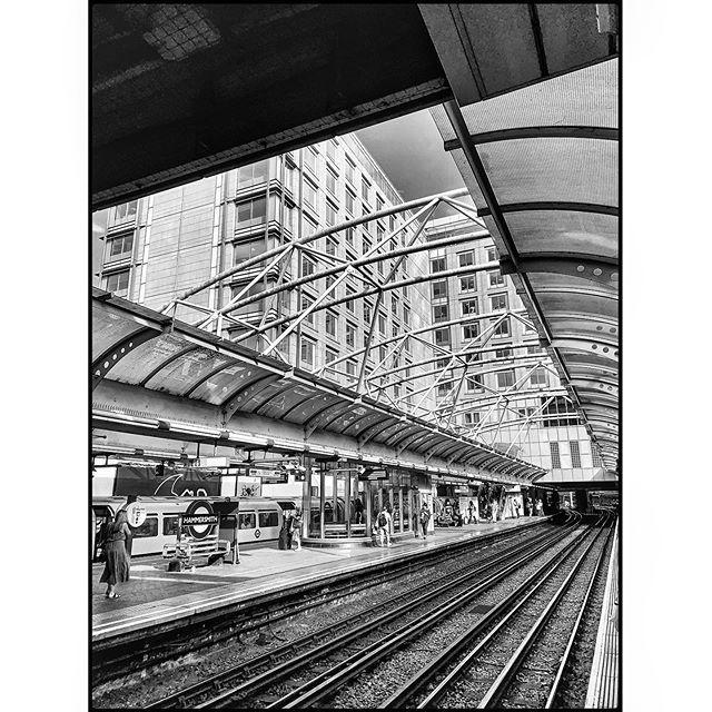 Escape lines . . . . #shotoniphone #londontubestation #hammersmith #SPiCollective #thestreetphotographyhub #eyeshotmag #burnmagazine #dpsp_street #streetphotography #streetphoto_bw #streetphotography_bw  #street_photo_club #ig_street #ig_streetphotograph… https://www.instagram.com/p/BzYnabsHgpn/pic.twitter.com/XYSWOUwbiL