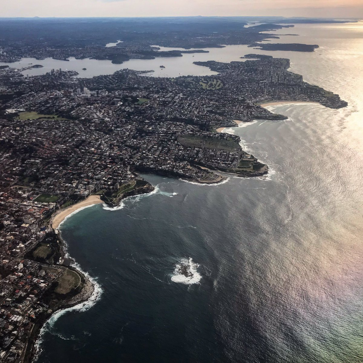 I just flew over my favourite #oceanswimming destination & in the background is one of the world's largest & most biologically diverse natural harbours. #weddingcakeisland #coogee #sydney #sydneyharbour #coastpic.twitter.com/vuMTf6PbYs