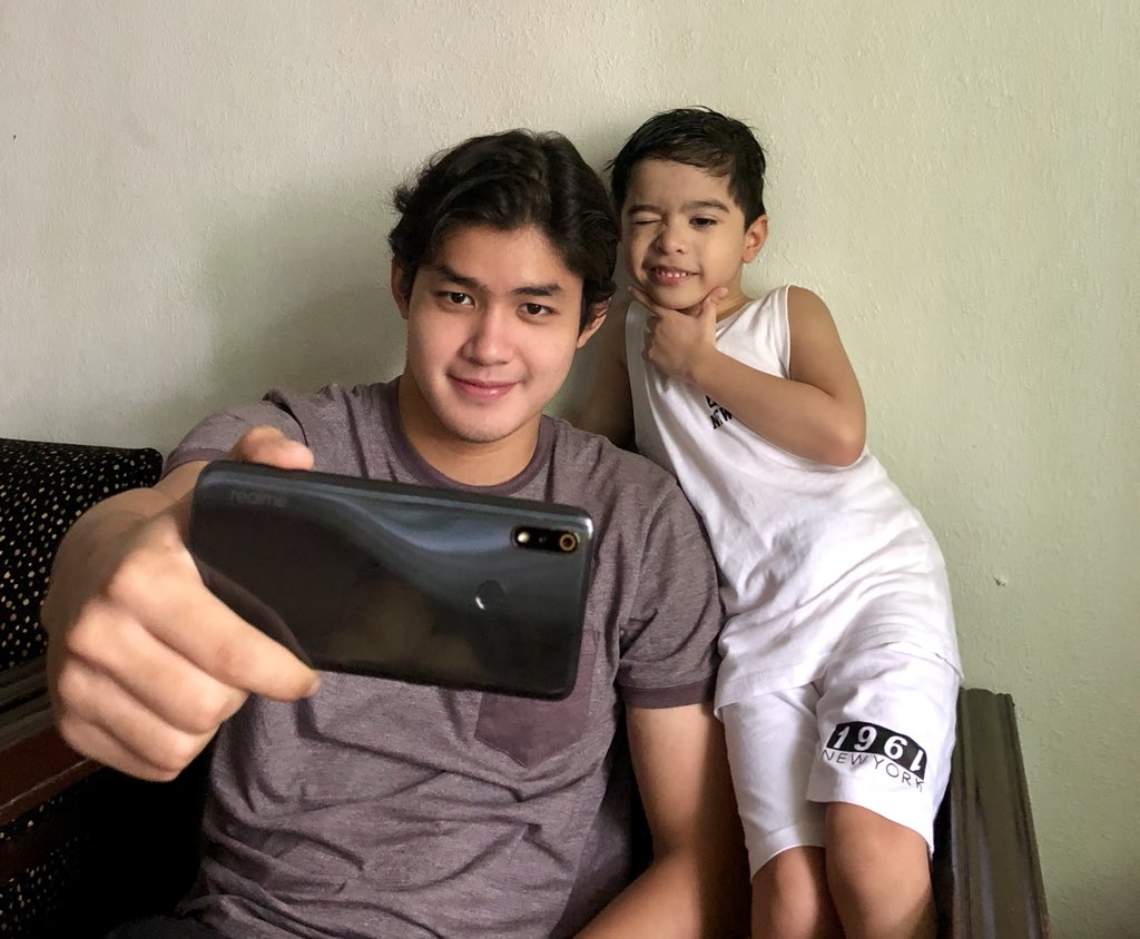 Chill lang with my selfie buddy 😎 Have a chance to win and get your family members a realme smartphone by joining #realmePH promo, purchase any @realmephilippines smartphone device until July 31 in any authorized realme stores and kiosks nationwide. #DareToTryRealMe