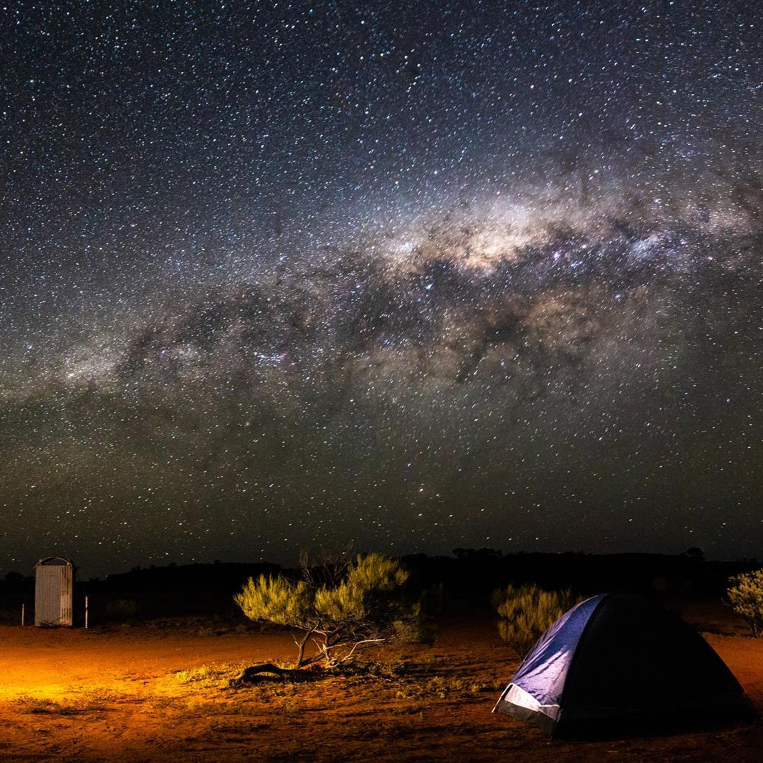 """""""Sleeping under the stars at Wooleen Station campsite. The stars out here were the most brilliant I have ever seen."""" The starry night skies you experience out in the Golden Outback are like nothing you have ever seen before. Pic: IG/keepingupwithlittlejoneses #goldenoutback https://t.co/0KRJ2I7Lm9"""