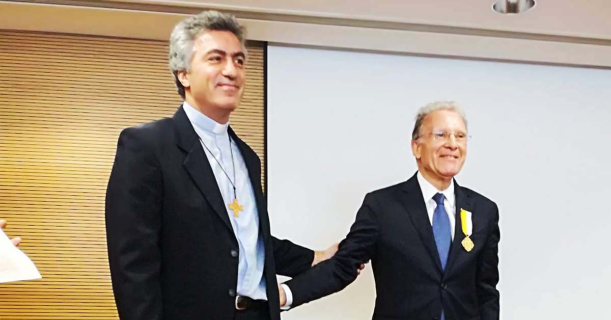 "Portugal - Salesian receives cross ""Pro Ecclesia et Pontifice"" https://t.co/dpNyabbJa4 https://t.co/cYuFwWOXK4"