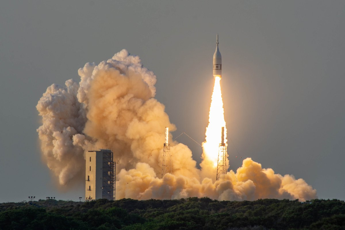 future rocket taking off - HD1200×800