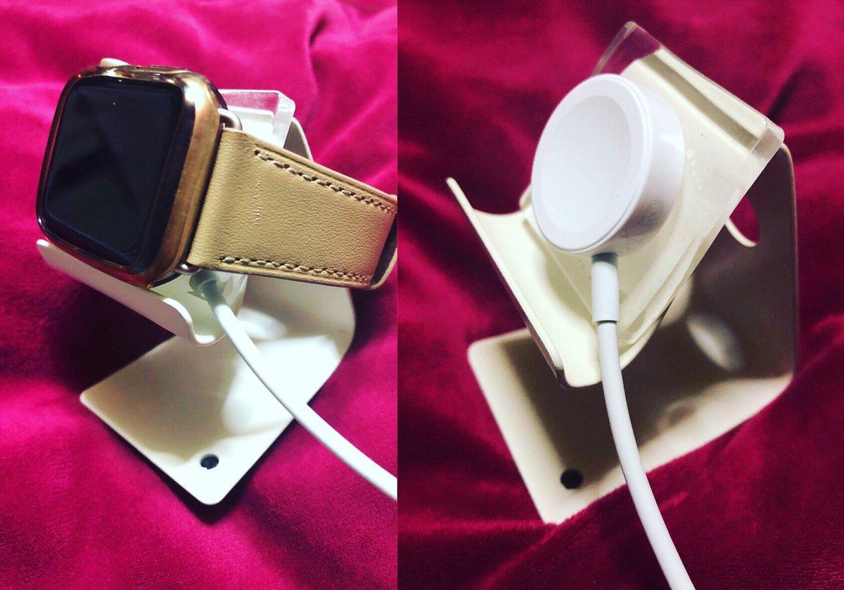 test ツイッターメディア - ずっと #AppleWatch の #充電器 の置き方に困ってて #100均 で何とかならないかと思い #ダイソー の #スマホスタンド を使用、もってでることもあるので外せるように透明の柔らかい粘着マットの #耐震マット を貼り付けて完成✨高いの買わなくてもこれで十分だわ https://t.co/KPFkDtiYto