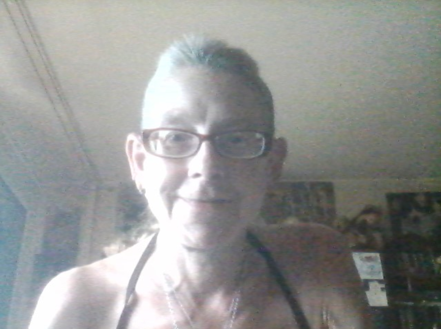 I am in the balcony mode yet although it´s rather cloudy, so I´m wearing one of my 4 bikinis yet inside...  #NeckholderTop #NotebookWebcamSelfie pic.twitter.com/vPlJx1zw0W