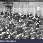 Image for the Tweet beginning: 1. Brexit-Party im EU-Parlament 2. NSDAP