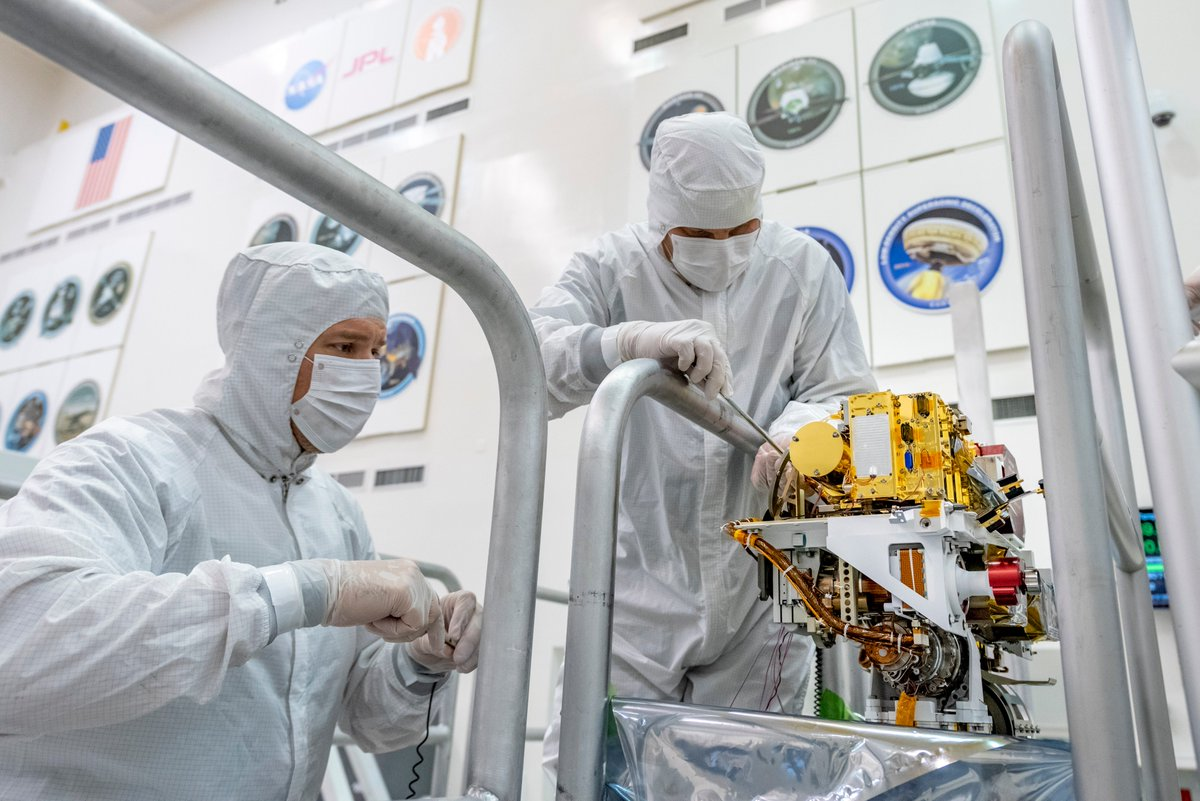 PewPew Part II: Rock-zapping laser instrument SuperCam was recently installed on #Mars2020 in a clean room at @NASAJPL. Just like I use ChemCam to examine rocks from a distance, it will ID chemical and mineral composition from more than 20 ft (6 m) away: go.nasa.gov/2XnBShc