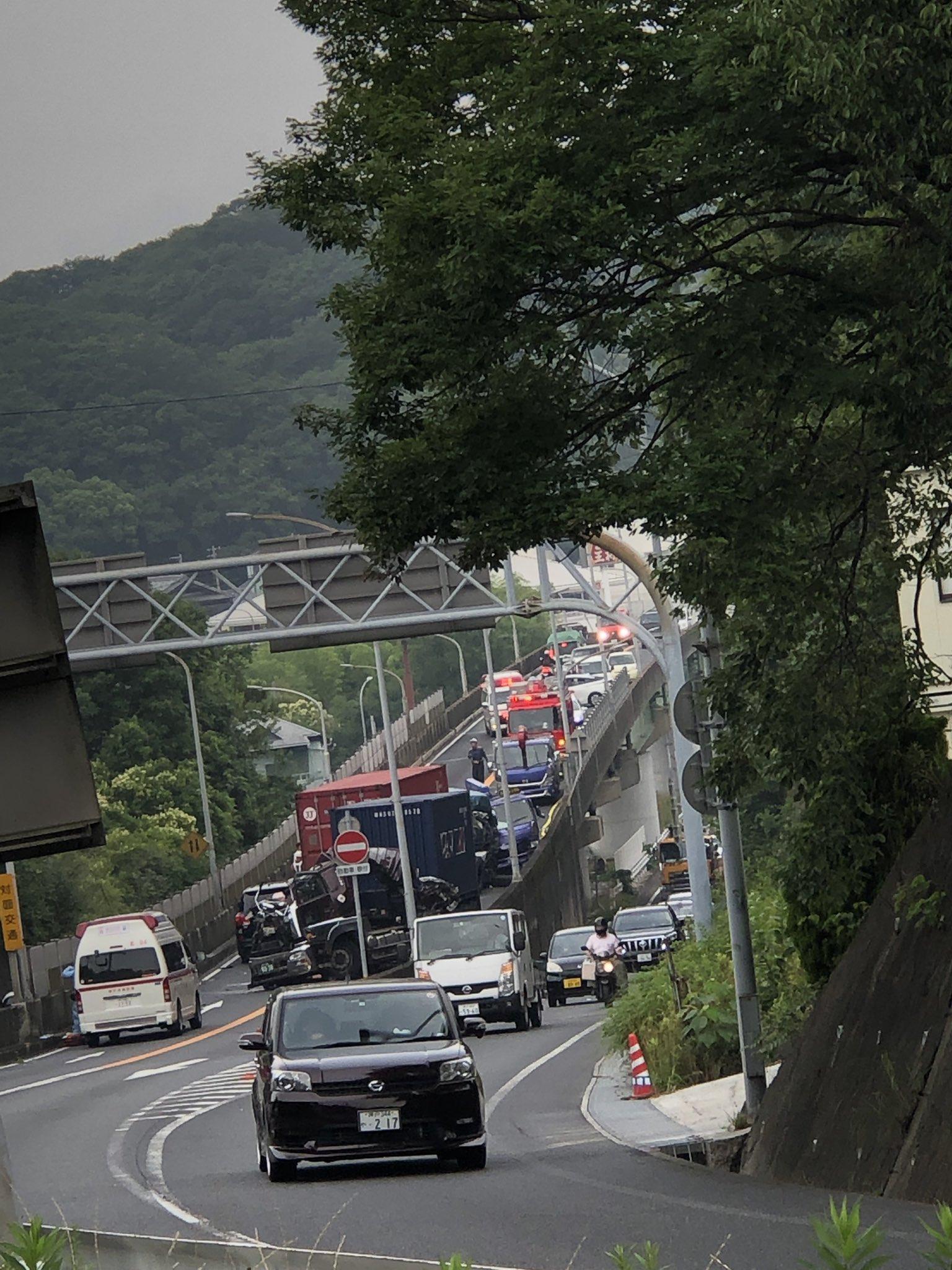 神戸市須磨区でトレーラーの運転手が死亡した事故現場の画像
