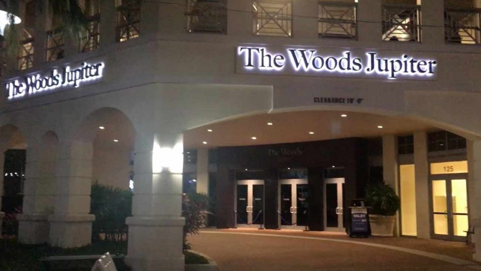 #RT @GOLF_com: Lawyers representing Tiger's girlfriend and his South Florida restaurant, The Woods Jupiter, have denied wrongdoing in a wrongful death lawsuit. https://t.co/U4wYSg0InE https://t.co/LlpCnlbMte