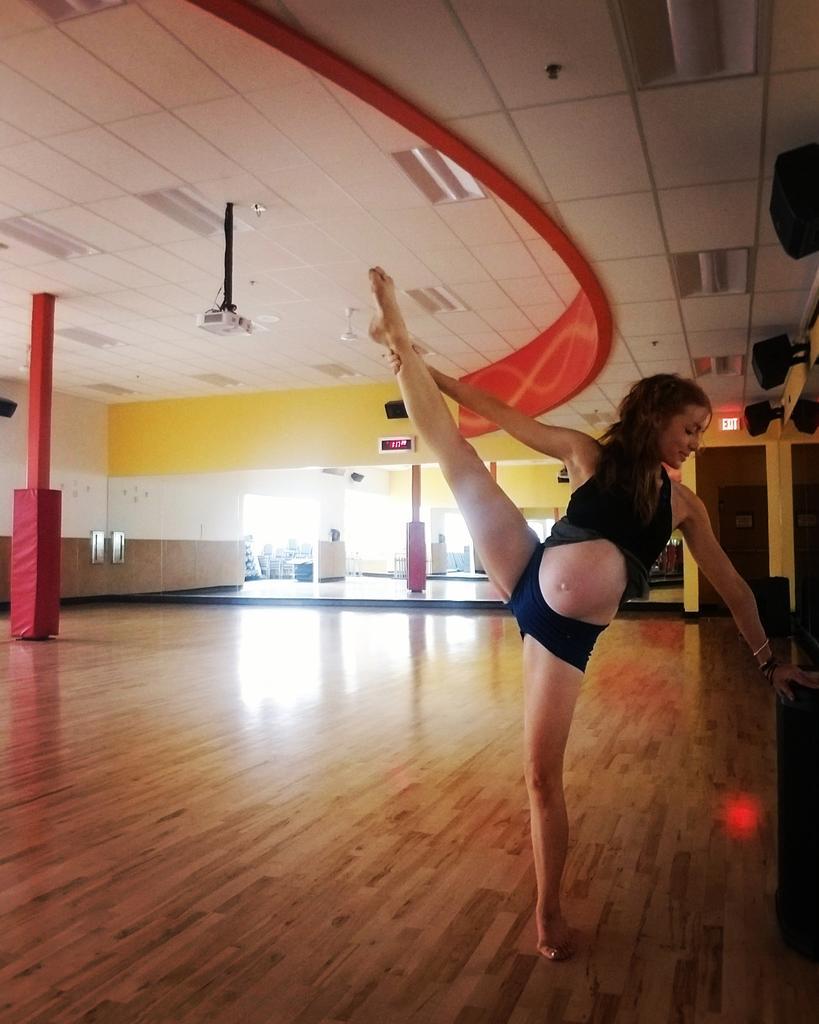 5 months preggo today! Me and baby girl @poppilateslife @popflex_active #yogalife #pilatesfit #fitmama #dance #popinstructor #ryt #yogaalliancepic.twitter.com/EcFbnmoiXn