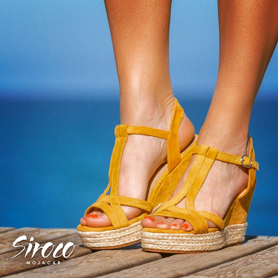 e2faae20478 Son unas #sandalias de #esparto que se pueden combinar con cualquier  prenda. Con un toque de #estilo #boho se pueden convertir en la compañía  #perfecta.