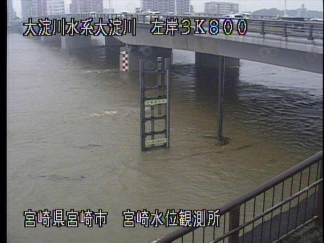 画像,大淀川1時間前に比べて増えてる。1枚目は1時間前、2枚目は16時26分。https://t.co/0NCbIGJcNg https://t.co/xsdWvVb…
