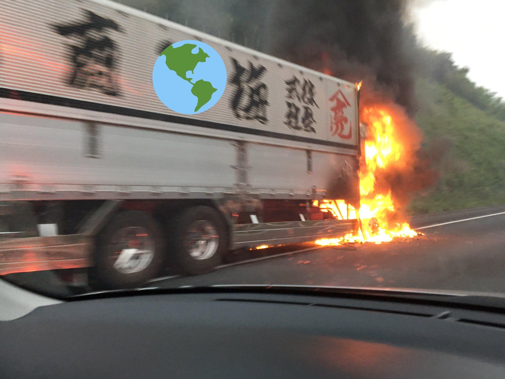 上信越道の下仁田IC付近で車両火災の現場画像