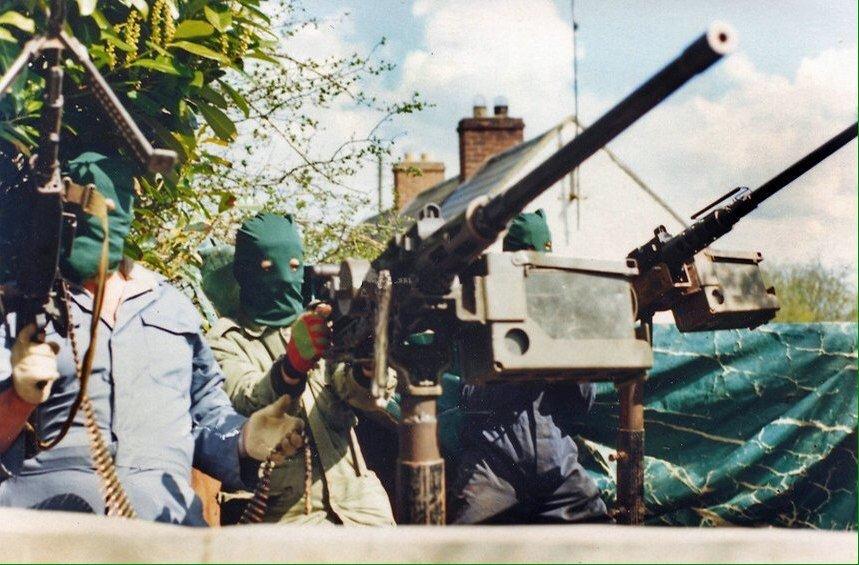 Бойцы ИРА с самодельными вооружениями. 1977