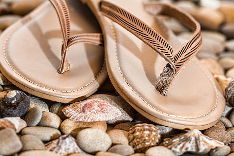 Wearing Flip-Flops Too Much? You May Get an Overuse Injury  http://ow.ly/bpRx50uMw79 #flipfloptips #footinjury