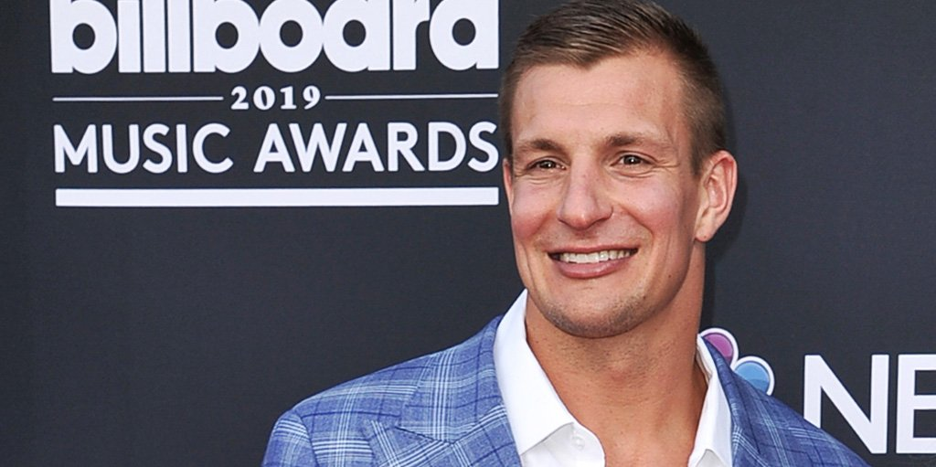 sports shoes af1c3 c5618 http    www.nfl.com news story 0ap3000001035107 article rob-gronkowski-just-relaxing-before-rare-august- off campaign Twitter atn …pic.twitter.com bF3cs64Aws