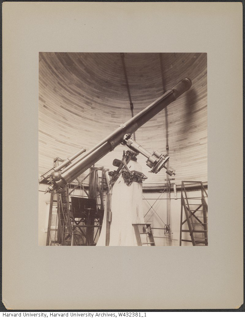 """🔭 A little piece of @Harvard's history is currently being featured at the Met! """"Apollo's Muse,"""" a new exhibition at the @metmuseum, includes a photo of Harvard Observatory's """"The Great Refractor."""" #Apollo50 #ApollosMuse @HarvardArchives"""