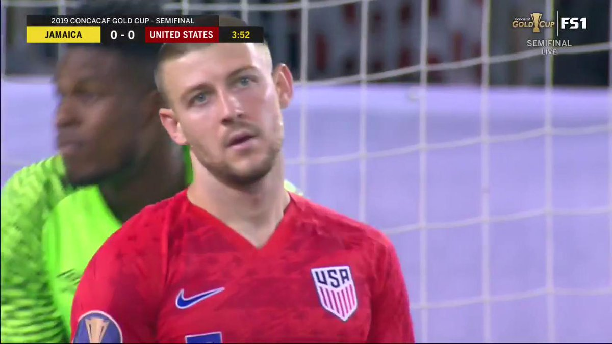 A HUGE chance for the USMNT just 4 minutes into the match!   What a save by Blake 😲 #GoldCup2019
