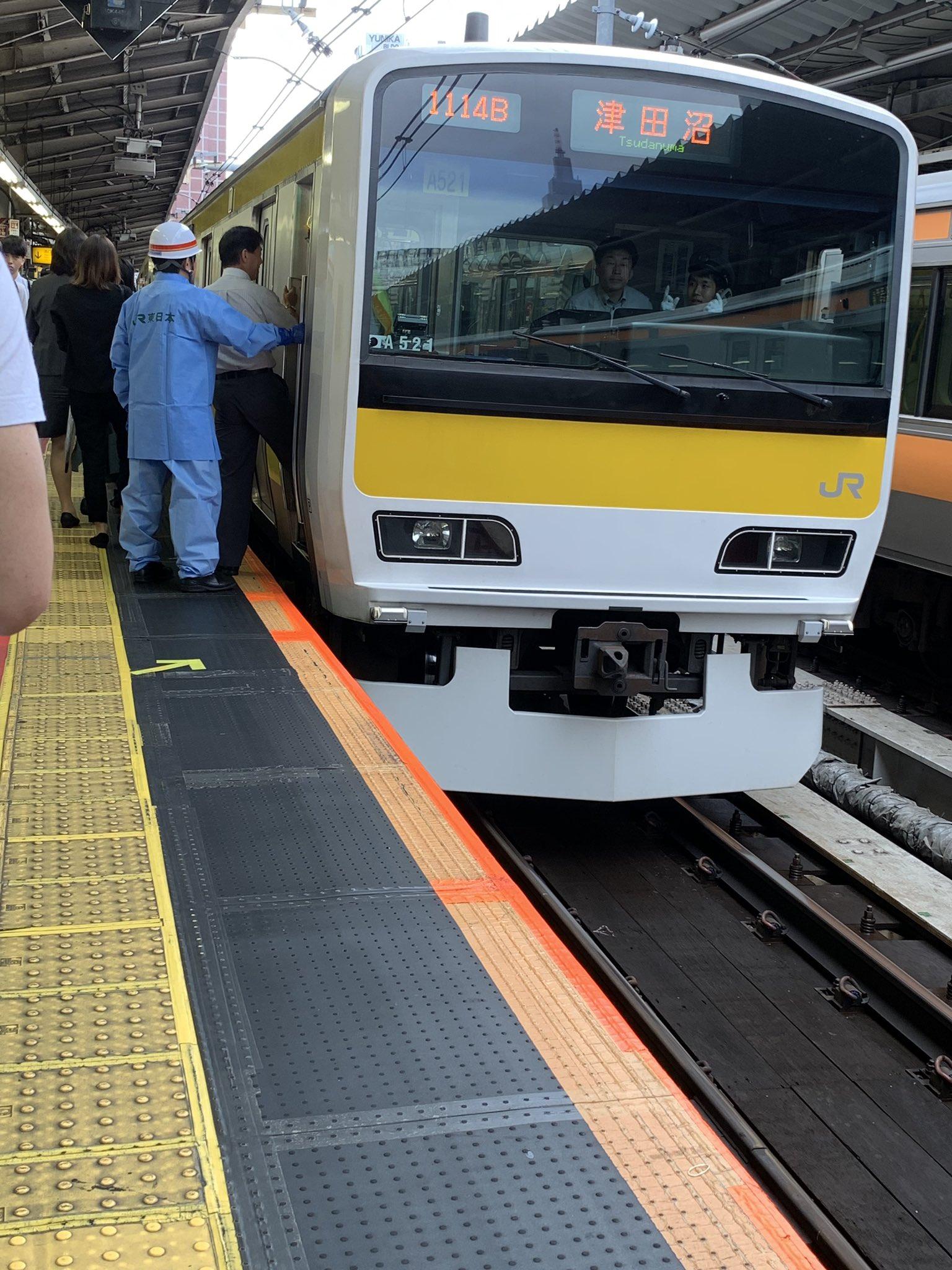 中央・総武線の新宿駅で人身事故が起きた現場の画像