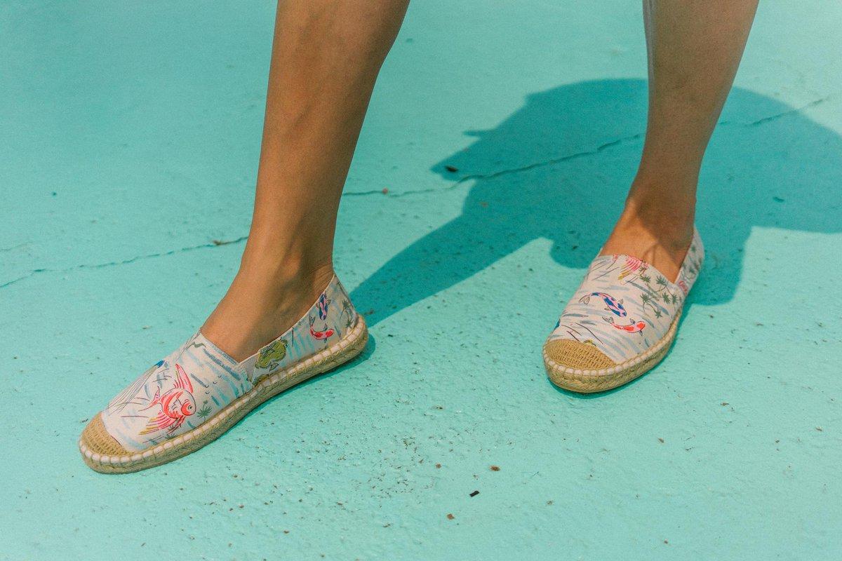 a5471379b #HappyThursday #BrightenUpYourJuly Mini Painted Daisy Glitter Espadrilles:  http://bit.ly/2xt0PZp pic.twitter.com/7mEsEuZoB3