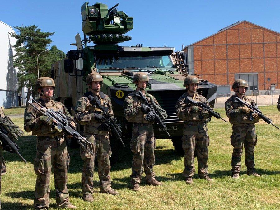 SCORPION : Le premier véhicule blindé blindé multi-rôles « Griffon » a été livré à l'armée de Terre . D-n_cNzXoAAoatu?format=jpg&name=900x900