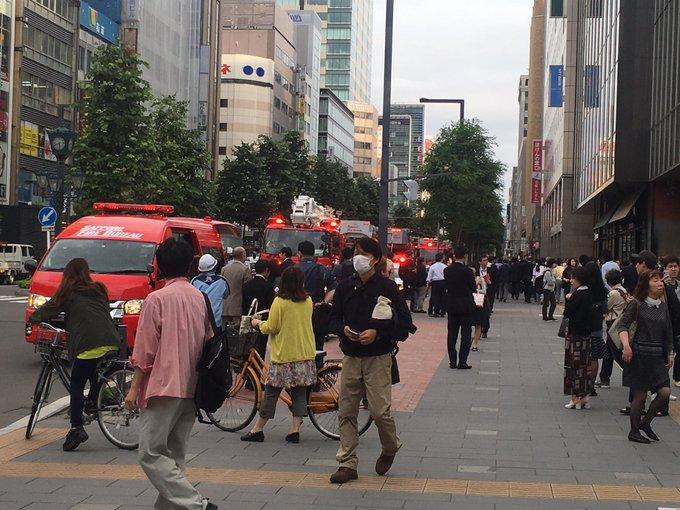 赤れんがテラスの火事で緊急車両が集結している現場画像