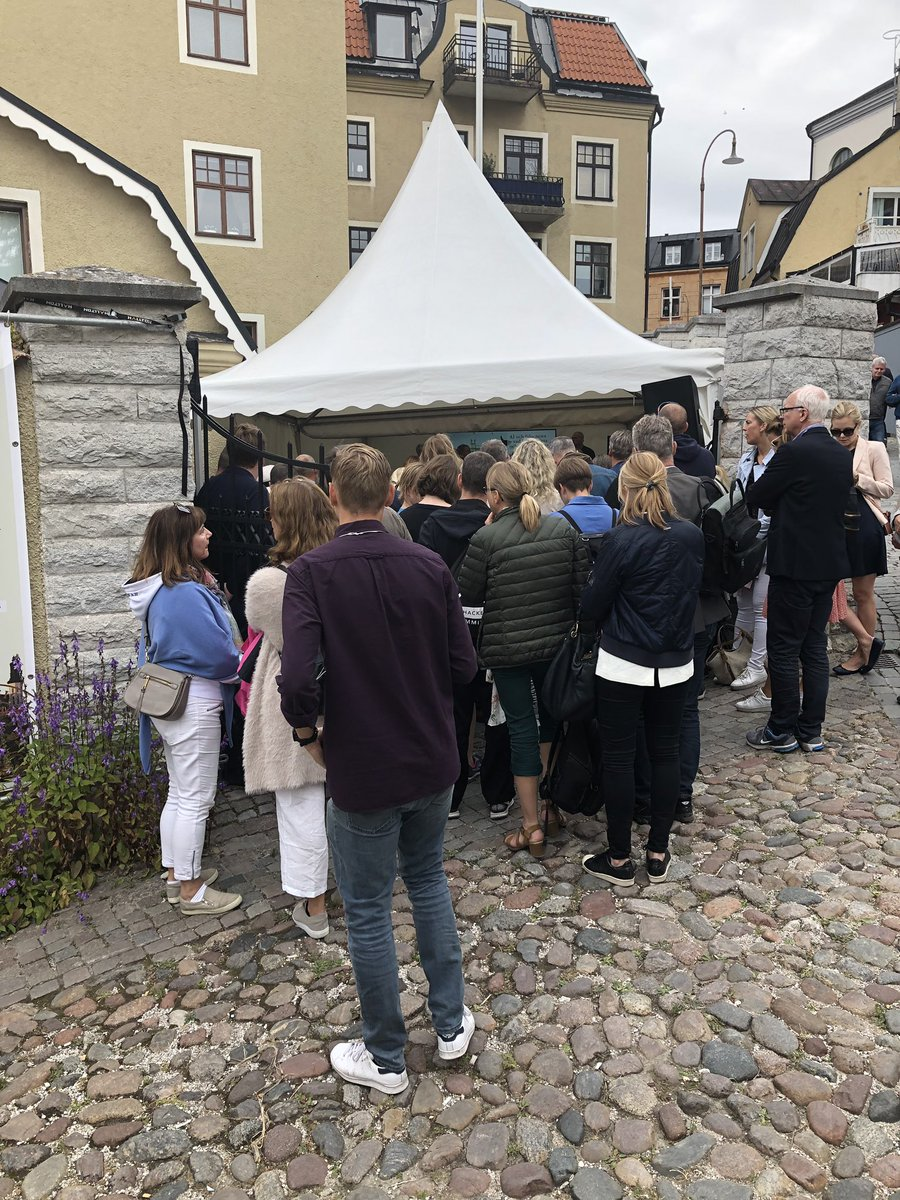 In #Almedalen @lunduniversity is talking about AI and fake news - what can we expect and what can we do? So popular not even staff like yours sincerely can fit! #LUiAlmedalen