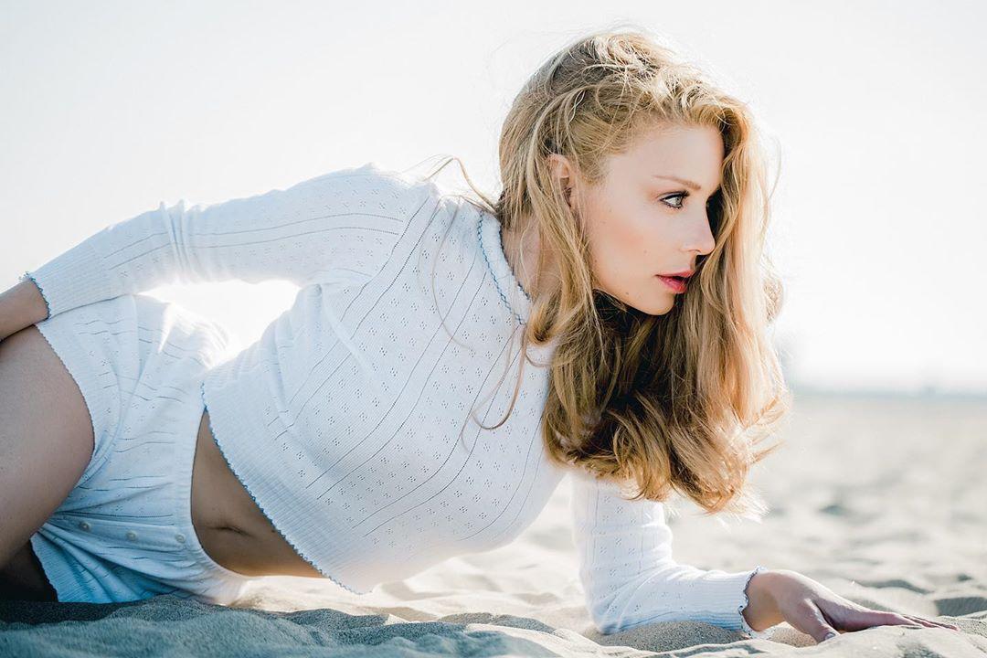 Тина Кароль в пляжной фотосессии