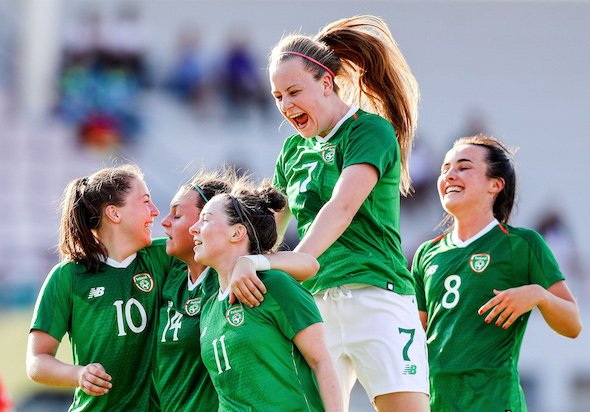 REPORT | Ireland 2-1 South Korea  A double from Eleanor Ryan Doyle puts Ireland into the Quarter Finals of the @Napoli2019_ita   They  Group C and head into Monday's game with  wins out of   Full report here https://www.fai.ie/ireland/news/ireland-cu-win-puts-ireland-into-the-quarter-finals…  #COYGIG #WUG19IRL #Napoli19 pic.twitter.com/l2maQXPxhH