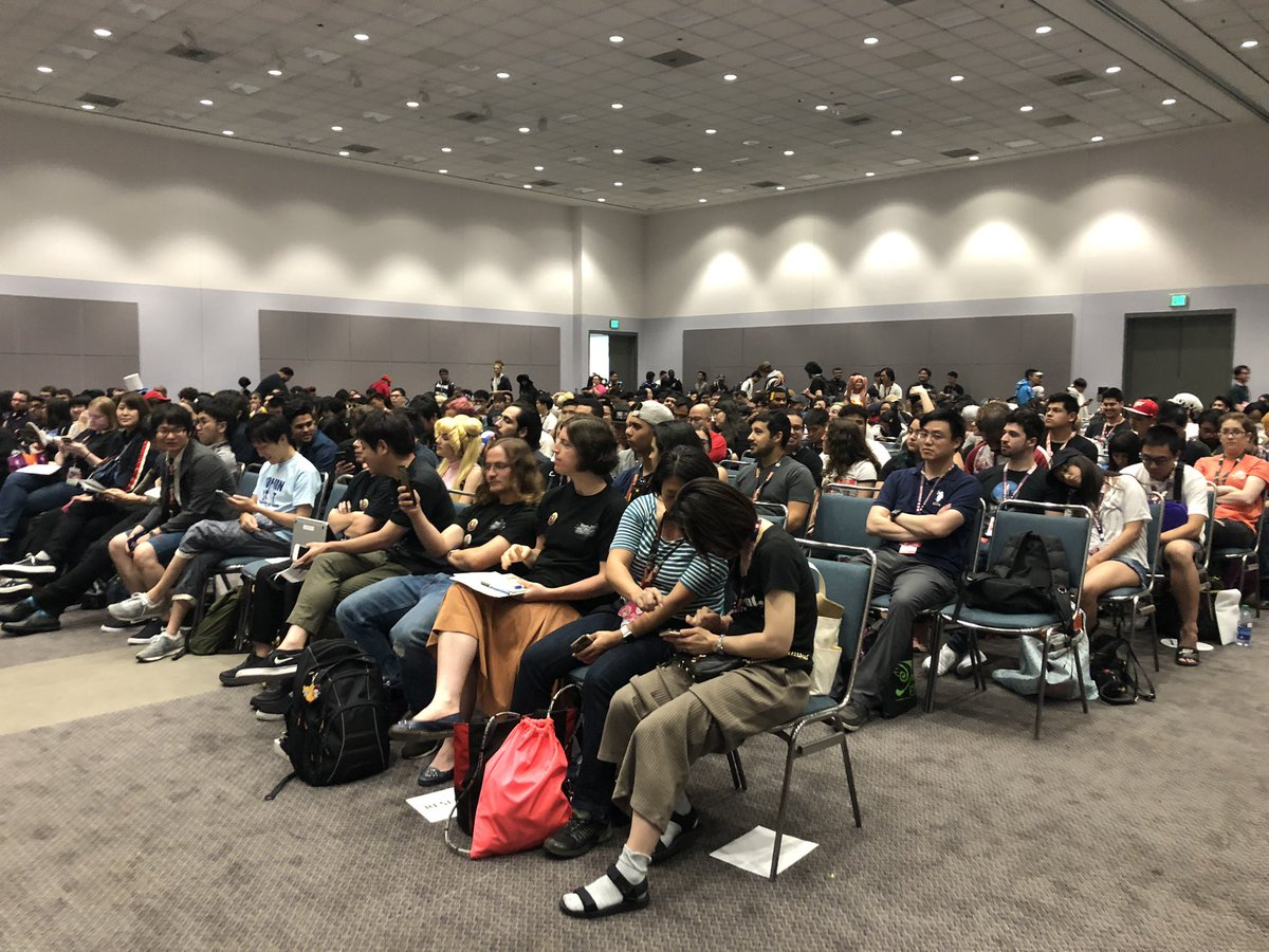 Replying to @playCRgames: LOOK AT ALL THESE PEOPLE WITH CR GAMES ON THEIR PHONE #AX2019 🔥🔥🔥