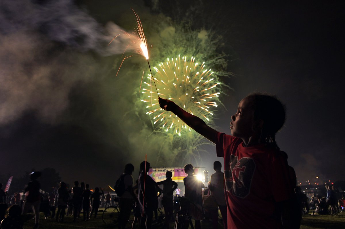 Jakyi Hamilton, 5 of West Baltimore holds a sparkler as Independence Day fireworks burst above, at Middle Branch Park in S. Baltimore. #OnAssignment @baltimoresun #IndependenceDay #IndependenceDayUSA <br>http://pic.twitter.com/AIERJltDGh