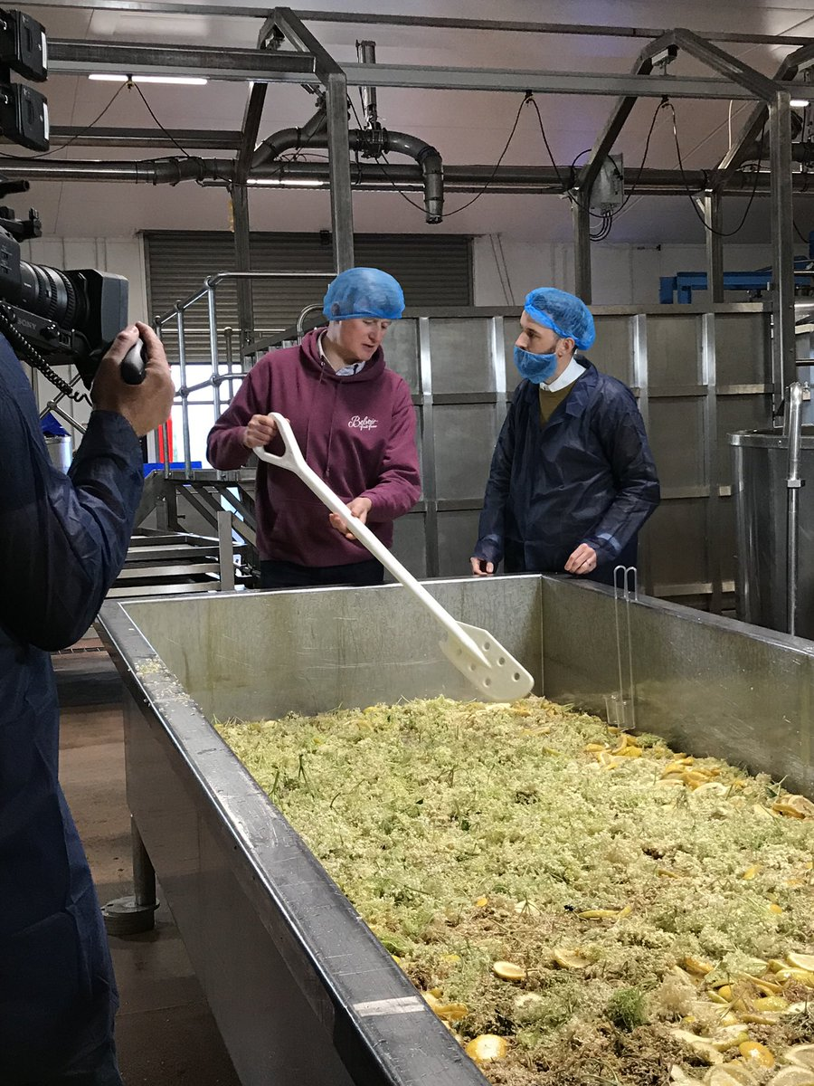 Beard snoods at the ready! Tomorrow on @SaturdayKitchen Jez joins the owner of @belvoirff to learn the secret family recipe of the taste of British summer: elderflower cordial #saturdaykitchen #nature https://t.co/pnM2NRqtlG