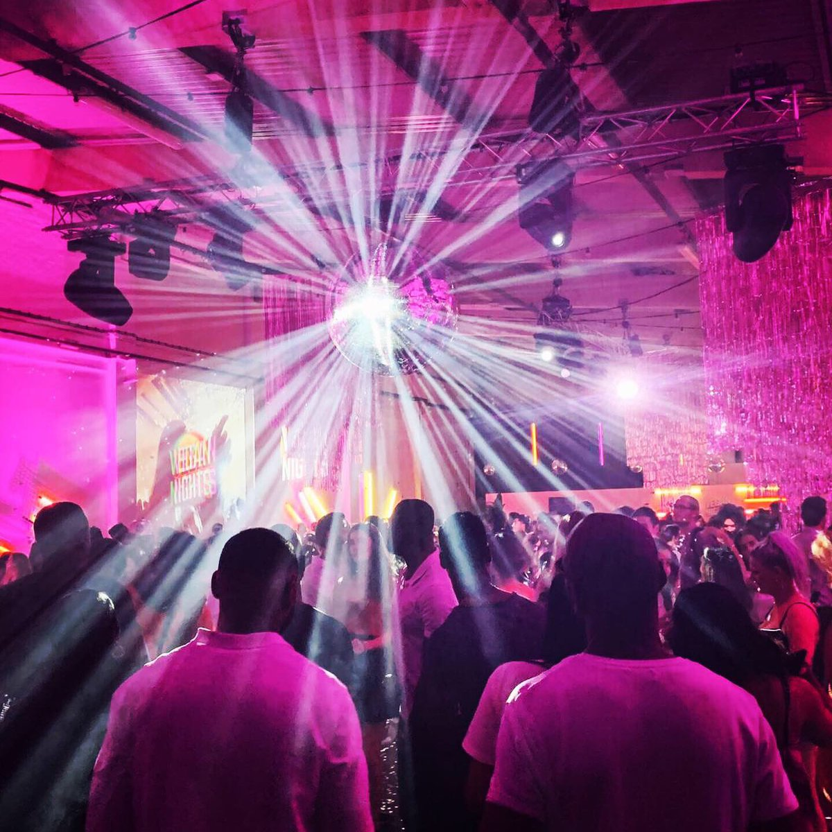 Last night's mirror ball action @vegannightsldn with @trumanbrewery #EOL #vegannights #vegan #eventprofs #mirrorball #trumanbrewery https://t.co/s4PAx6jfYT
