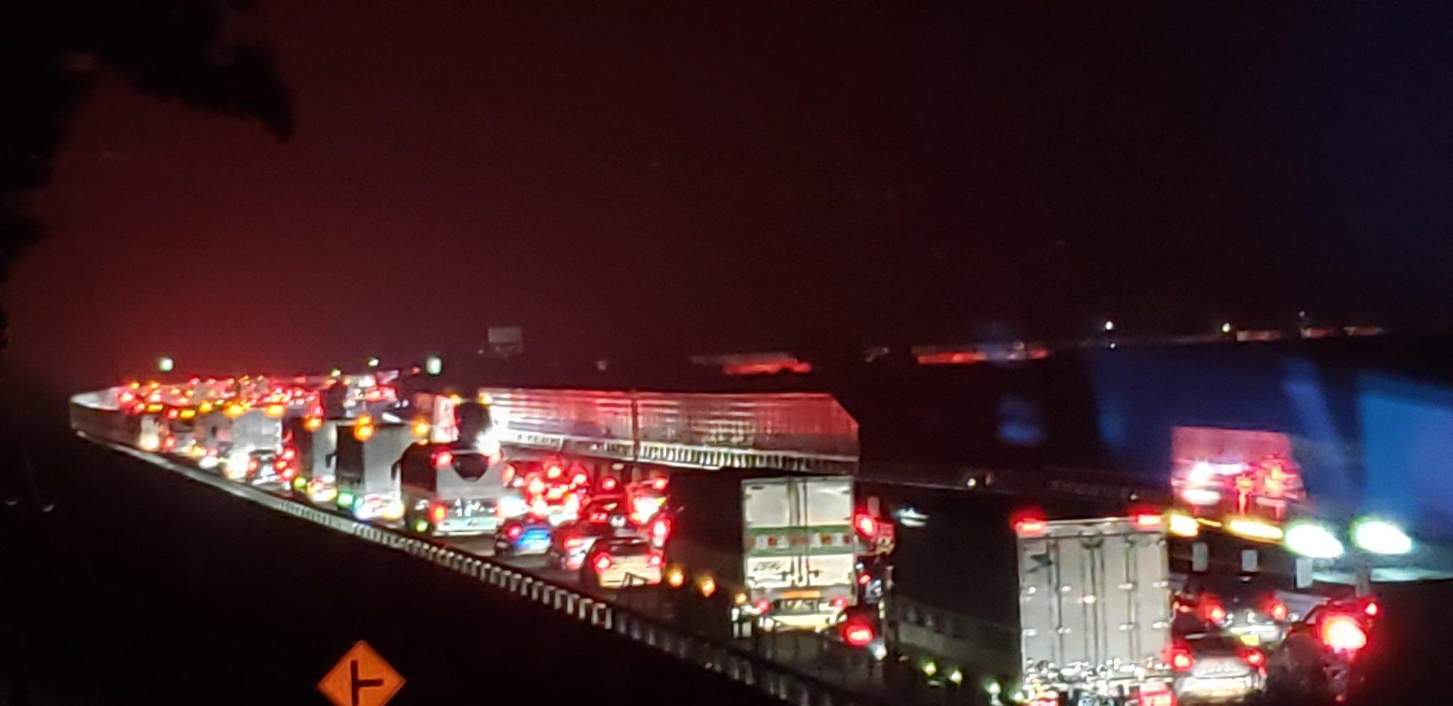 画像,中央道の上り線がやたら混んでるから野次に来てみた https://t.co/34o9fPVjyo。