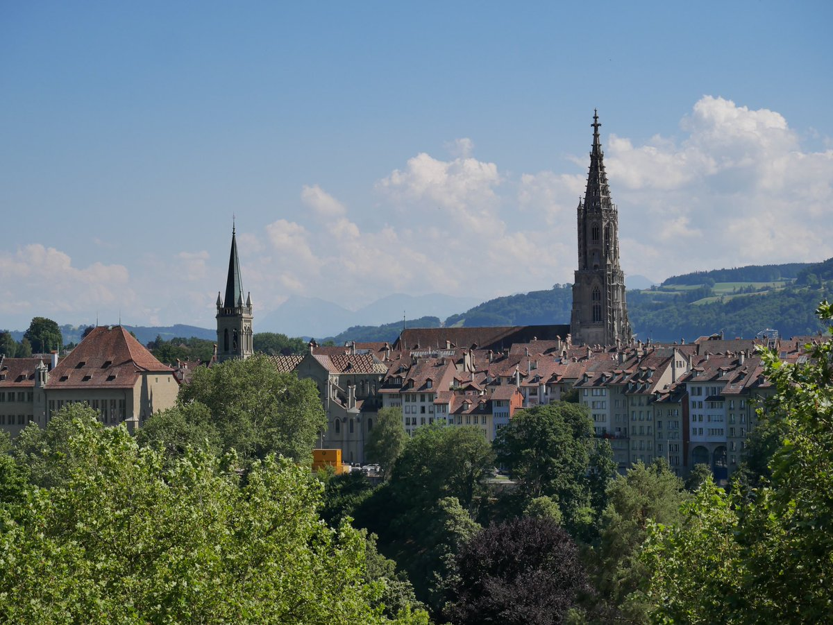 Me voici en Suisse pour 3 jours. Première étape: #Berne et je suis déjà sous le charme de la capitale Suisse 😍🇨🇭 Faites dérouler ce thread pour découvrir cette jolie ville ainsi que le beau @ZentrumPaulKlee ! ⤵️  @BernWelcome @MySwitzerland_f #bern #ilovebern #amoureuxdelasuisse