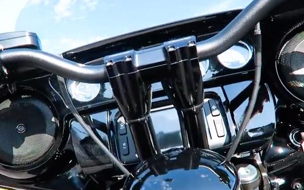 Kraus T-Bars on a Street Glide Special│Parts Detailed https://t.co/aGX2IyNOg7 https://t.co/GGtY2671yE